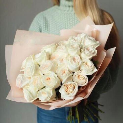 Купить на заказ Букет из 31 белой розы с доставкой в Сарыагаше