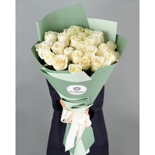 Купить на заказ Букет из 25 белых роз с доставкой в Сарыагаше