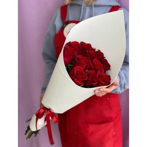 Купить на заказ 15 красных роз с доставкой в Сарыагаше