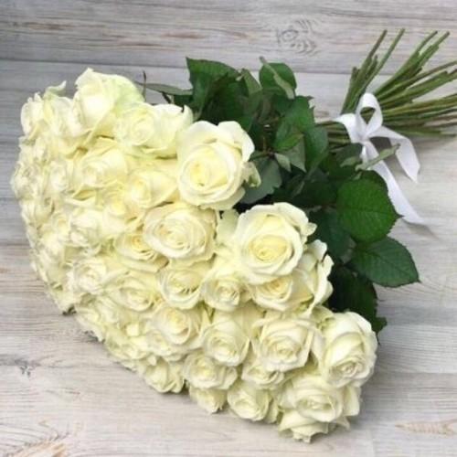 Купить на заказ Букет из 51 белой розы с доставкой в Сарыагаше